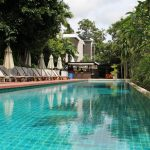 Wyndham Sea Pearl Resort Phuket pool and bar